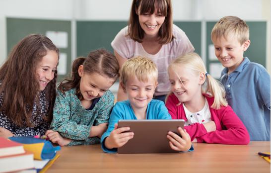 Geschütztes Lernen | Pippo aus dem All | Die Deutsch Lern App für Kinder der 3. und 4. Klasse | Die Deutsch Lernapp für das Tablet